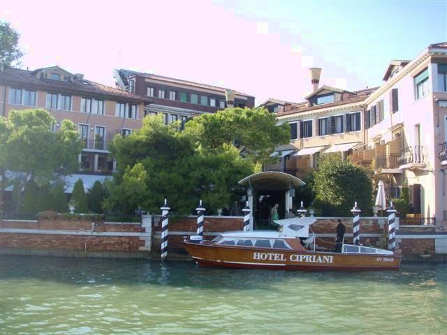 Venice-Cipriani-PrivateLaunchAtHotelDock