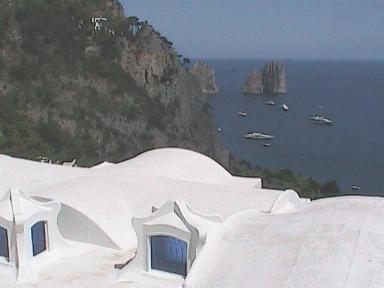 Capri-WhiteHouseWithViewOfFarRocks.JPG