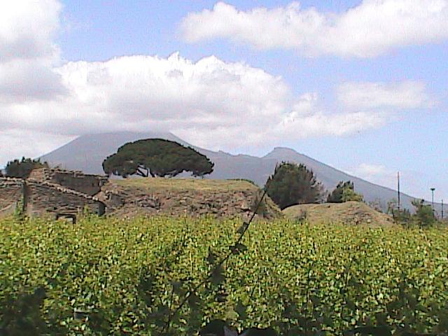 Pompei-ViewOfVesuviusFromTheRuins