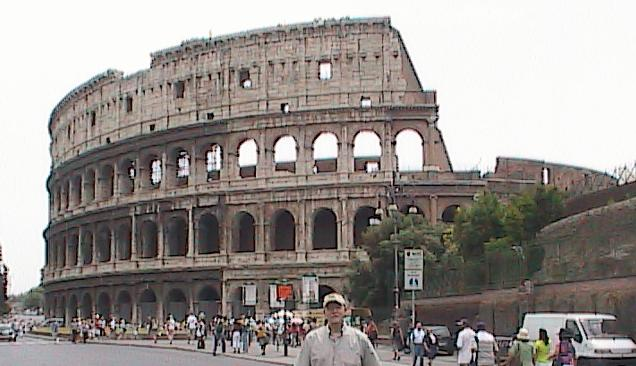 Rome-BillInFrontOfTheColiseum