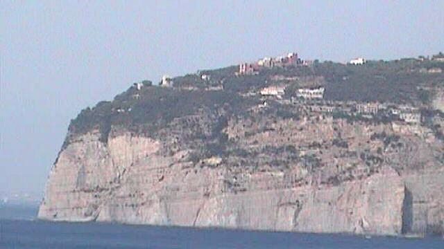 Sorrento-Meta cliff close-up