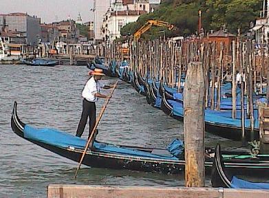 Venice-GondolierAndMassOfGondolas