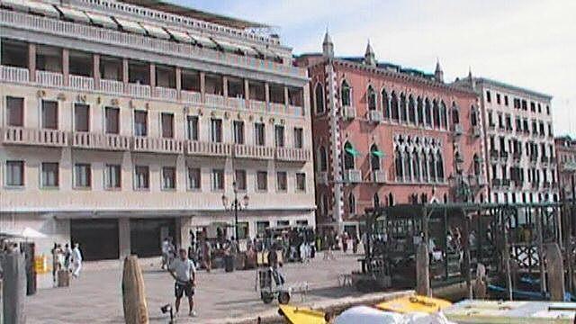 Venice-GrantInFrontOf2HotelDanieliBldgs